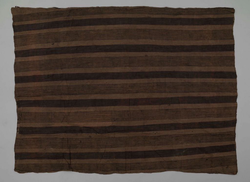 Kew EBC 42890. Colour photograph showing the reverse side of a Hawaiian kapa māmaki from 1851, the uppermost layer of a kapa moe bed-cover. (copyright Economic Botany Collection, Royal Botanic Gardens, Kew. Photograph supplied by The Photographic Unit, The University of Glasgow)