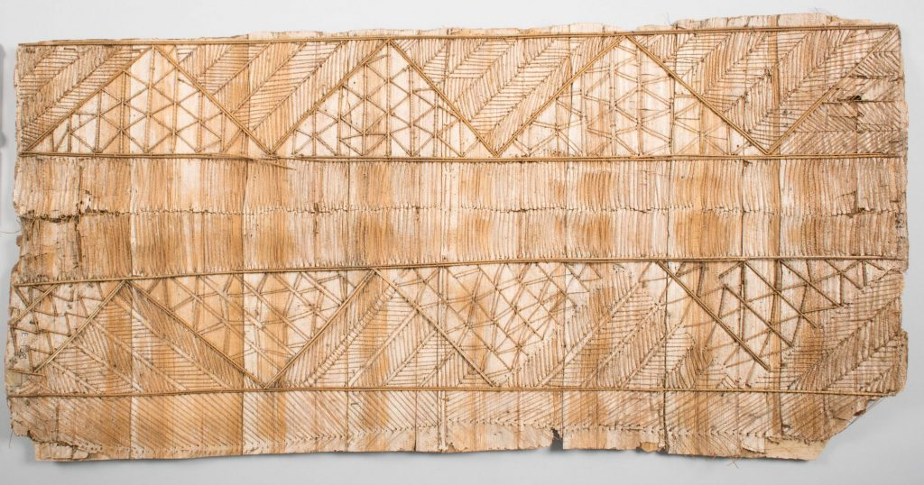 The Hunterian GLAHM E.433. Colour photograph of A Samoan 'upeti or rubbing board for patterning siapo barkcloth with 'o'a bark juice (Bischofia javanica). It is constructed from overlapping Pandanus leaf strips held together by double ribs made from the pinnules of coconut leaflets. The fine pattern is made from coconut-fibre cordage. (Copyright The Hunterian, University of Glasgow)
