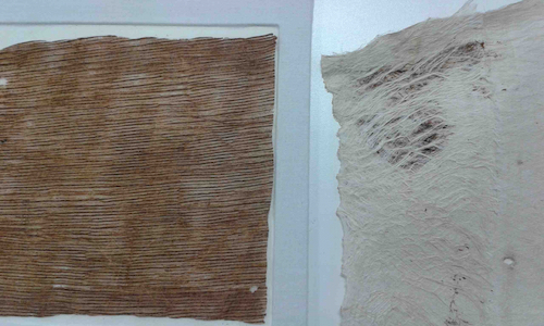 Colour photograph of two items side-by-side; to the left is GLAHM E.380/1, a small sample of a Hawaiian cloth that is made by layering mamaki and paper mulberry fibres, and to the right is the result of an experimental beating by Reggie Meredith Fitiao combining the two fibres (copyright University of Glasgow)