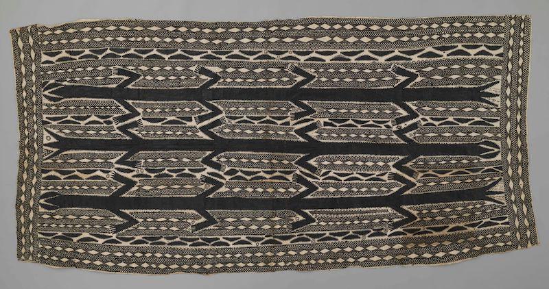 Kew EBC 42953. The particularly thick, laminated tikoru fabric's non-figurative decorative features of this garment are typical of Rarotongan tapa. (copyright Economic Botany Collection, Royal Botanic Gardens, Kew)
